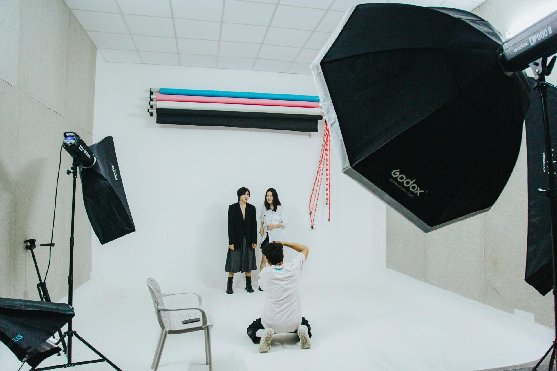 Chụp ảnh hậu trường studio